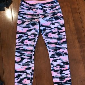 Ankle length pink camo workoutpants